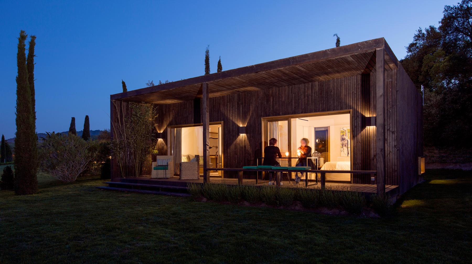 Slow nature suites casas modulares eco eficientes for Casa minimalista bosque